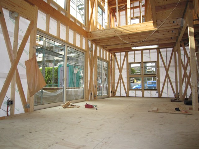 建築基準法を大きく超える筋交い