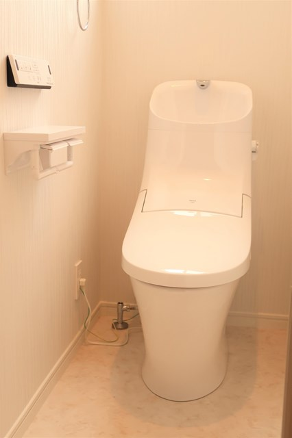 タンク一体型トイレ